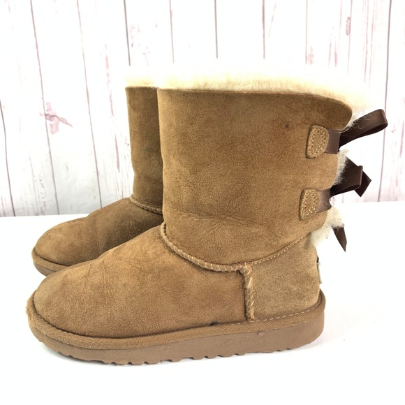 f0baf6981f6 Ugg boots bailey bow kids size 1 chestnut brown